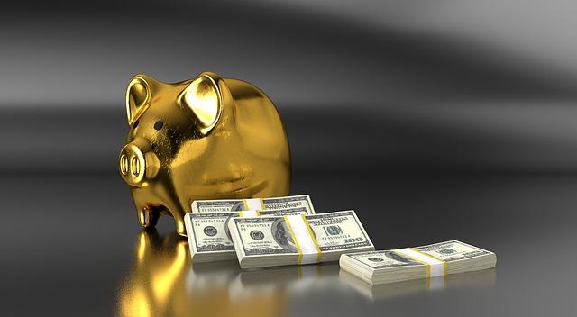 zlaté prase a svazky bankovek.jpg