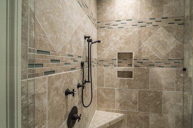 obklad ve sprchovém koutě