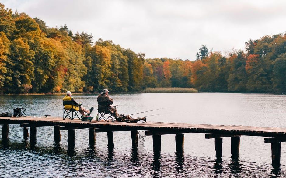 rybáři na molu